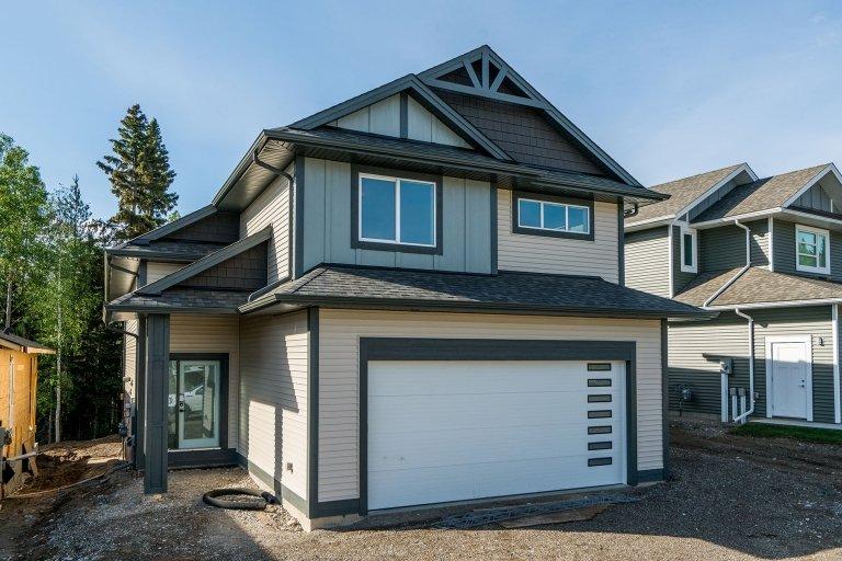 A custom home in Vista Ridge